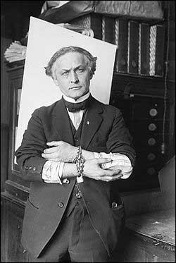 Гарри Гудини в наручниках, 1918 год