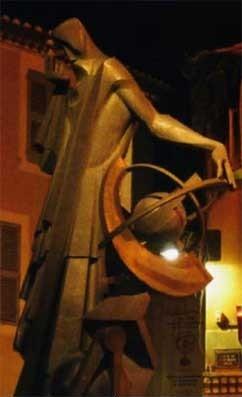 Памятник Нострадамусу в Салон-де-Провансе
