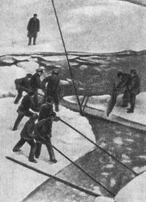 Экипаж «Ермака» берёт пробу полярного льда