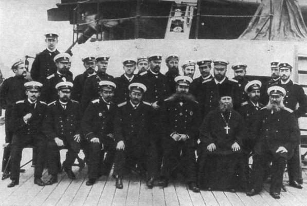 Офицеры и команда броненосца «Пётр Великий»