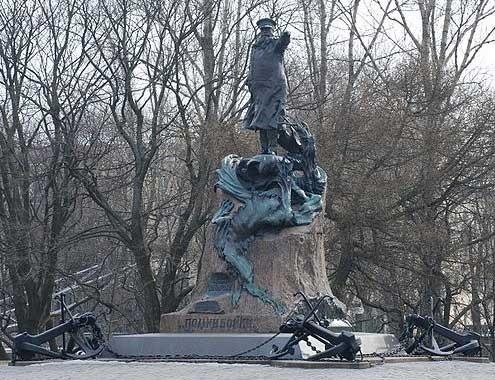 Памятник Макарову Степану Осиповичу в Кронштадте